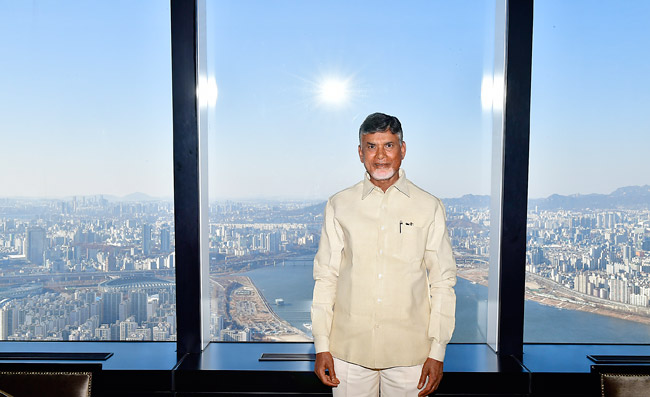 Hon'ble Chief Minister on the 81st floor of Lotte towers